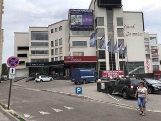 Первая линия оpen space - торговые и офисные площади.