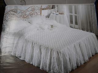 Роскошный новый набор постельного белья + подушки, всё в большой чемодане  возможна доставка  смотри