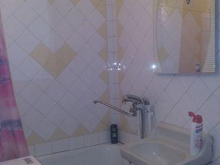 2-ух комнатная в хорошем состоянии на ул.Парис. Разумный торг уместен