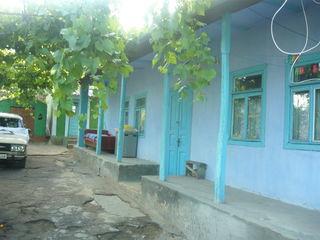 Casa de locuit cu gradina si vie la doar 22km.de la or.Chisinau