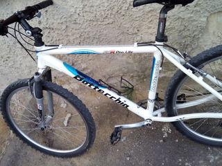 Алюминиевый велосипед, двойные обода, амортизатор передний Rock Shox, обвес Shimano.   Оборудование