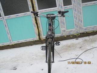 Vînd două biciclete în stare ideală, cîte 250 dolari una.