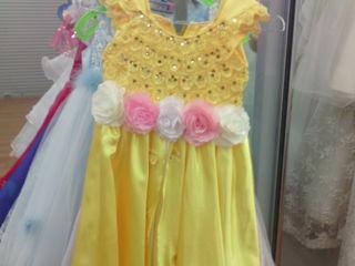 Arenda rochite pentru fete virsta de la 3 ani pina la 12 ani pentru festivitati