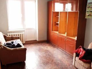 Dau in chirie apartament cu 2 camere centru(43m2,euroreparatie)