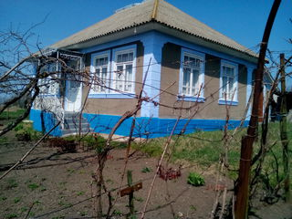 Se vinde casa in sat.Grinauti Moldova 2200 euro sau schimb pe o cota de pamint