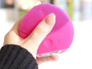 Инновационная вибро-щетка для лица. Доставка