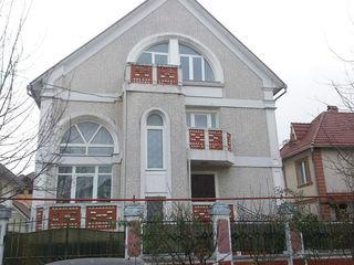 Preț nou! Casă, 8 camere, în zona str. Belinschii, 360 mp, 6 ari Buiucani!