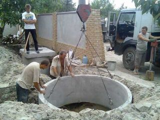 Копаем вручную и спецтехникой сливные ямы септики доставка установка бетонных колец установка труб