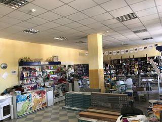 Se vinde cladire comerciala+oficii, depozit, teren.
