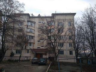 Se vinde apartament cu 3 odai +garaj in preajma pentru detalii sunati la nr.
