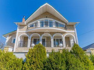 Se vinde casă deosebită, în  or. Codru!
