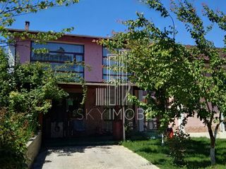 Cricova, Casa in doua nivele cu gradina cu pomi fructiferi!
