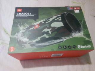 Продаю оригинальную колонку Влагозащищенная акустика JBL Charge 3 оригинал 1800 лей