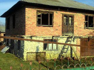 Продаеться недостроенный дом в г.Единец.