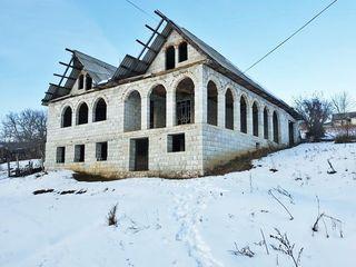 Casă în construcție,cotileț,1,5 nivele, 98m2, teren 11,13 ari, teasă,centrul localității Condrița
