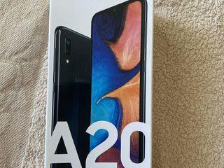 Samsung A20 весь комплект новый