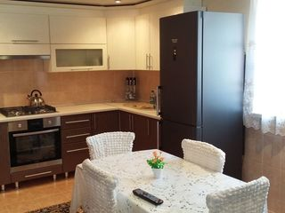 Vind casa sau schimb pe apartament in Ungheni.
