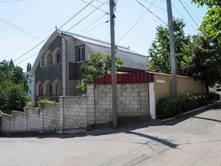 sect. Centru , casa , 2 etaje + mansarda, 210 m2, 6 ari