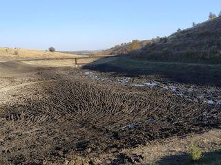 Услуга по очистке озёр , земленым работам , устройства плотин (озёра) в наличии спецтехника .