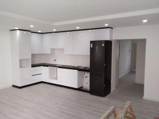 Продается 4-х комнатная квартира и подвал в городе Комрат