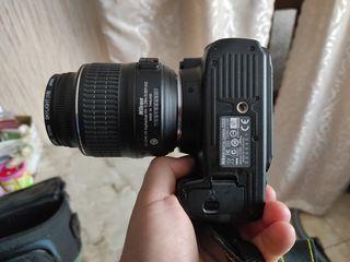 Vind cameră foto in stare ideala 9 din 10.Este totul in set,kamera,2acumulatoare,încărcătorul,geanta