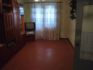Vind apartament cu 2 camere 24000 euro + garaj cu debara in or.Ungheni 7000 euro