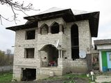 Se vinde casa nefinisata 260m2 si casa batrineasca, 9 ari