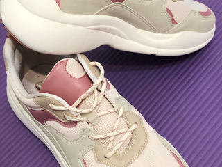 Продам новые кроссовки Bershka 40 размер