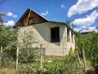 Vila, sos. Balcani, teren de colt, la intersectie, 5 min de la Dumbrava.