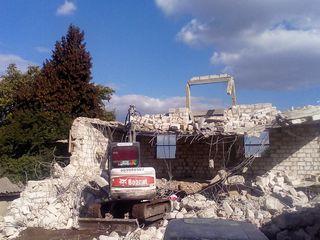 Demolare constructiilor de orce tip. снос дома в молдове