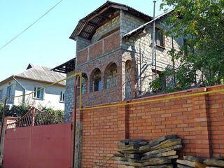 Casa cu 3 nivele/7 ari la Telecentru (Schinoasa) / Дом на Телецентре 3 уровня/7 соток