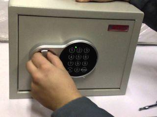 Deschiderea/deblocarea safeurilor.