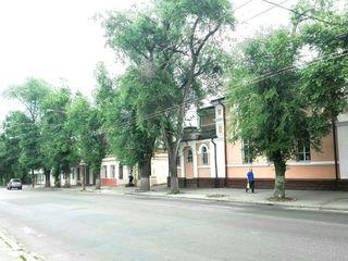 Часть дома под бизнес или жилье в центре г. Кишинева по ул. В.Александри. Цена: 65 000 евро.
