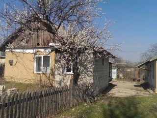 Casa in r.Anenii- Noi s. Chetrosu 13 sote.