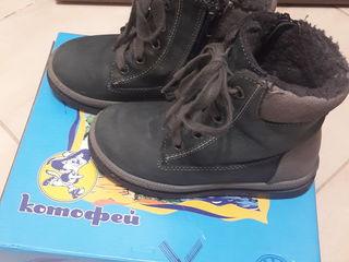 Ботинки 28 размер, 300 лей.