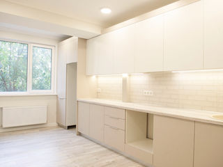 Sprincenoaia, apartament cu euroreparatie si complet mobilat, 3 odai (2 odai + living)