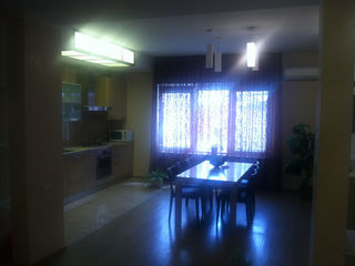 Дом+квартира 3-ком.+парилка, 2 гаража, 140000, Центр
