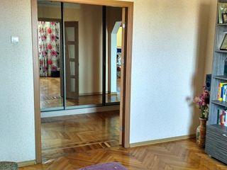 Apartament 3 odai euroreparatie , Ialoveni centru
