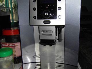 Кофемашина DeLonghi ESAM 5500.M отличная, бывшая в употреблении.