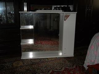 продам новое зеркало с подсветкой и шкафчиком размер: 1 м X 87см за 1200 лей