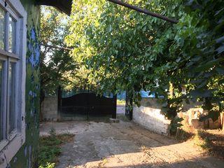 Casa din cotelet, com. Ciorescu, centrul satului