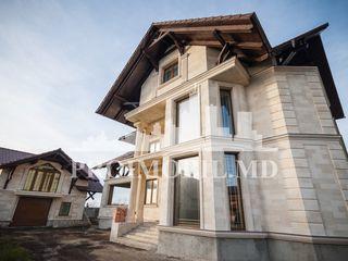 De vânzare! Casă 350 mp + 6 ari,  com. Băcioi - 180000 €