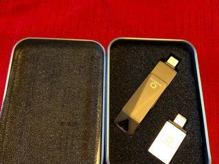 QARFEE Universal Flash Drive 128 GB pentru telefon si PC  IOS/Android/PC,USB 3.0, NOU sigilat.
