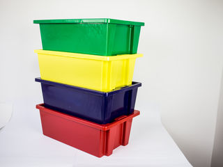 Vindem lazi din plastic de diferite dimensiuni
