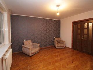 Apartament cu 3 camere, seria 143, Centru, 41000