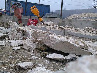 Сверлим отверстия стены до 50 перфоратором отбойный молоток демонтаж бетона, болгаркой режим метал.