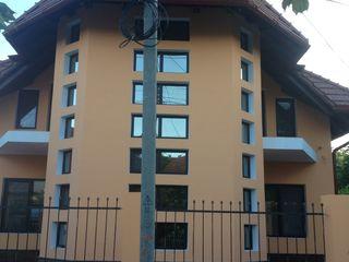 Продается дом на 2 семьи. Общая площадь дома обоих квартир составляет 251 м2. Элитный район