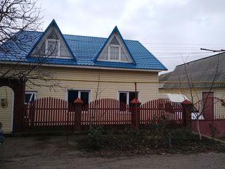 Продается 1,5 –этажный дом 3 комнаты 115 кв.м. на 12 сотках земли. Просторные комнаты окна стеклопа