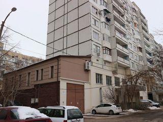 B-dul Moscova 16. Se dă în chirie încăpere-soclu (de-facto – etajul 1)  cu suprafața 695 m.p.
