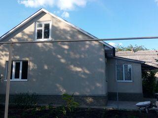 Vând sau schimb casa nouă în centrul orașului Drochia!!